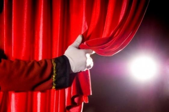 Театралы в ожидании грандиозного шоу — «Йошкар-Ола театральная»