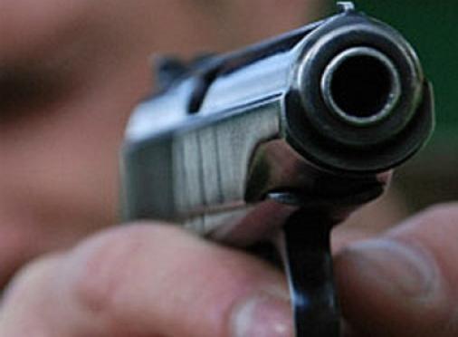 Молодой человек устроил стрельбу по окнам детского сада