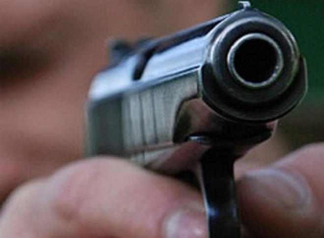 Житель Татарстана требовал деньги у двух мужчин под дулом пистолета