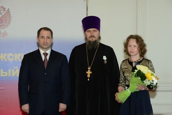 Михаил Бабич вручил орден «Родительская слава» семье Михайловых