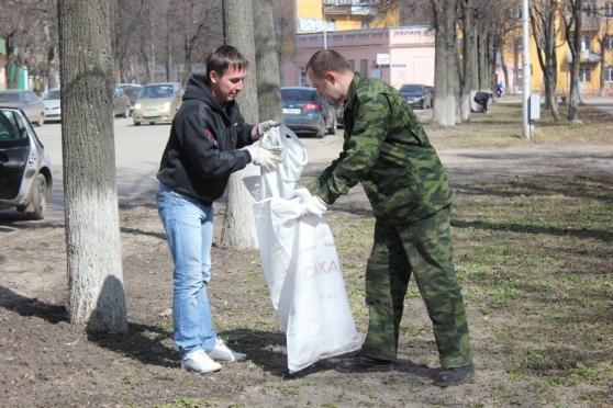 Более 10 тысяч кубометров мусора вывозится ежегодно на свалки во время экологических акций