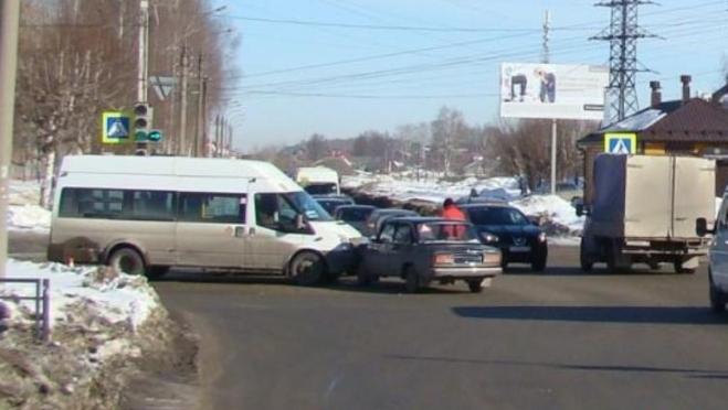 Пассажирка микроавтобуса пострадала в ДТП в Йошкар-Оле