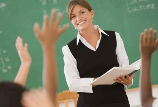 Школьникам Марий Эл предлагают пройтись по хэштегу #ЛюбимыйУчитель