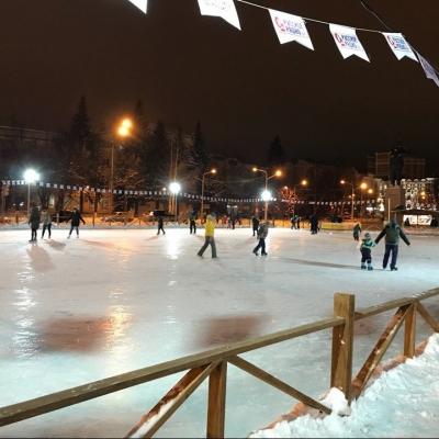 Зимний каток на площади им.Ленина