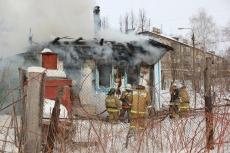 В выходные и праздничные дни пожарные шесть раз выезжали по тревоге