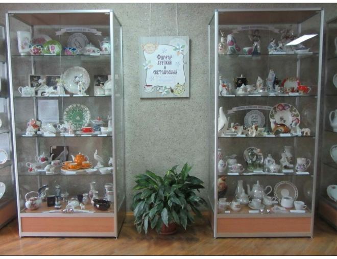 В Йошкар-оле открылась выставка «Фарфор хрупкий и светоносный»