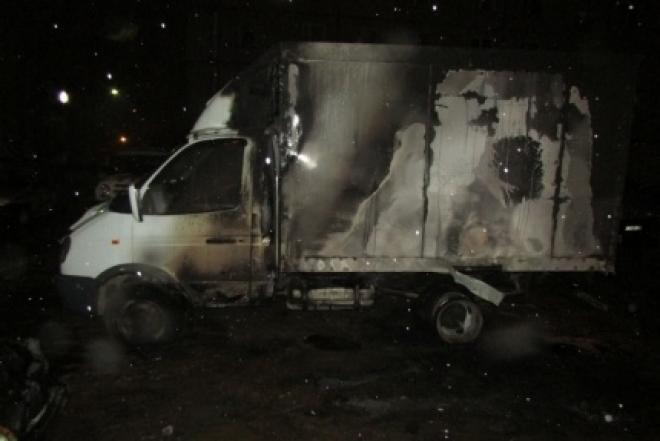 Причиной ночного пожара в Йошкар-Оле мог стать поджог