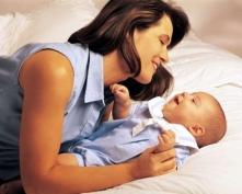 Усыновить ребенка посторонним людям будет сложнее