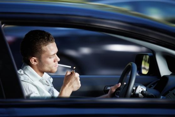 За рулём могут запретить курить