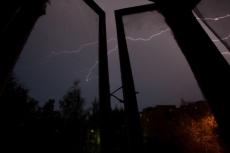 Молния стала причиной пожара в поселке Параньга
