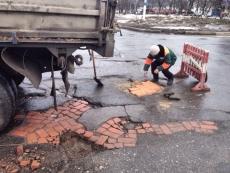 Сенаторы предлагают отказаться от практики ямочного ремонта дорог