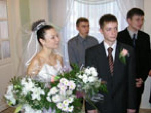 В Йошкар-олинском Дворце бракосочетаний закончился прием заявлений на регистрацию брака на 2006 год