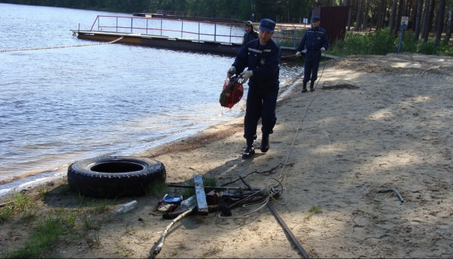 Спасатели уберут мусор за отдыхающими