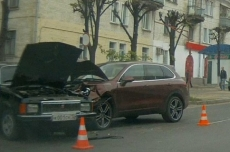 В Йошкар-Оле «Волга» столкнулась с автомобилем «Порш-Кайен»