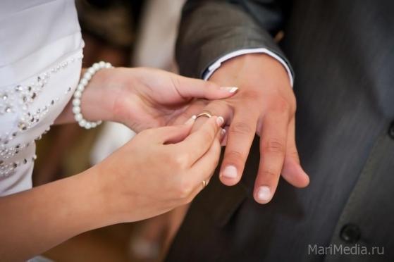 Девять йошкар-олинский пар готовы встретить 2015 год в новом качестве — молодожёнов