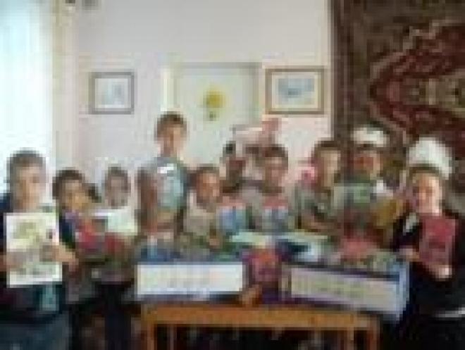 Почта Марий Эл помогла собрать сирот в школу