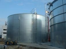 Ростехнадзор обнаружил в Медведевском районе опасный склад нефтепродуктов