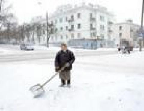 Остановочные павильоны Йошкар-Олы чистят вручную