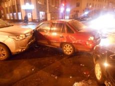 Три машины не поделили перекресток в центре Йошкар-Олы