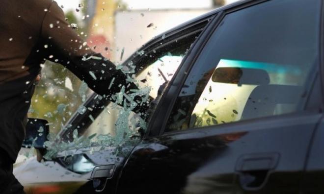 В девятом микрорайоне этой ночью обокрали три автомашины