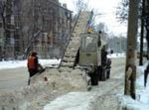 Снегоуборочная техника вышла на дороги Йошкар-Олы