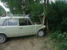 В Йошкар-Оле 85-летний водитель на «копейке» врезался в дерево