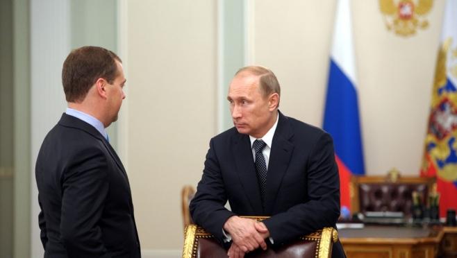В России падает рейтинг доверия к правительству и президенту