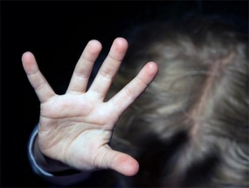 Житель Звениговского района год издевался над восьмилетней падчерицей