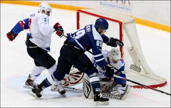 Хоккеисты «Ариады» проиграли в Балашихе по буллитам