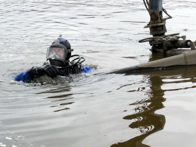 Водолазы продолжают поиск тел на реке Илеть