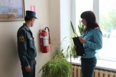 Специалисты МЧС проверяют, как школы соблюдают требования пожарной безопасности