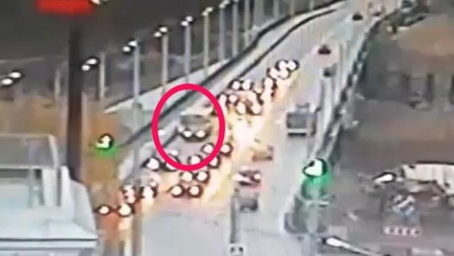 В Чебоксарах рейсовый автобус на мосту протаранил 8 легковушек