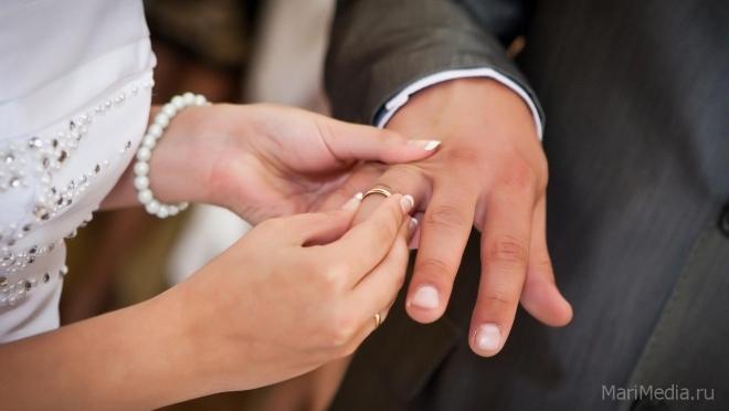 В Марий Эл стали меньше рожать, жениться, но больше умирать