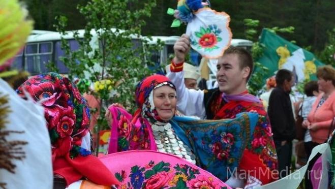 Национальные свадебные обряды можно увидеть сегодня в Морках