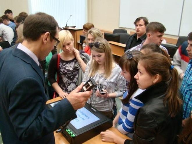 Центризбирком Марий Эл учит волонтеров, как пользоваться КЭГами