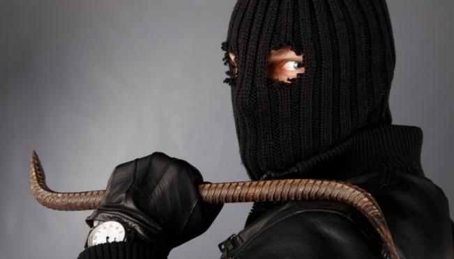 В Йошкар-Оле неизвестный пытался ломом вскрыть банкомат