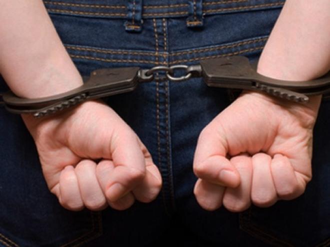 Йошкар-олинский грабитель представился полицейским и угрожал жертве «пистолетом»
