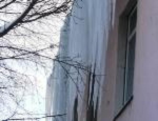 Жителям Йошкар-Олы приходится брать на себя контроль качества очистки крыш