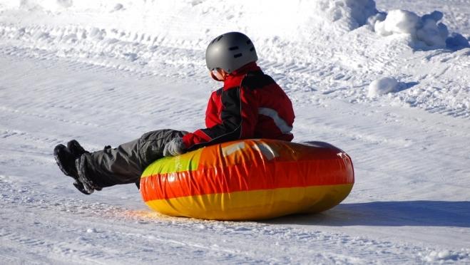 В Волжске 10-летний школьник на «ватрушке» съехал под колеса машины