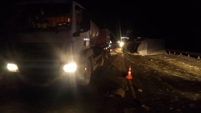 Пьяный газелист врезался в стоящий грузовик