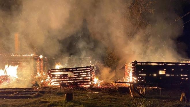 Два жителя посёлка Куженер погибли в горящем доме
