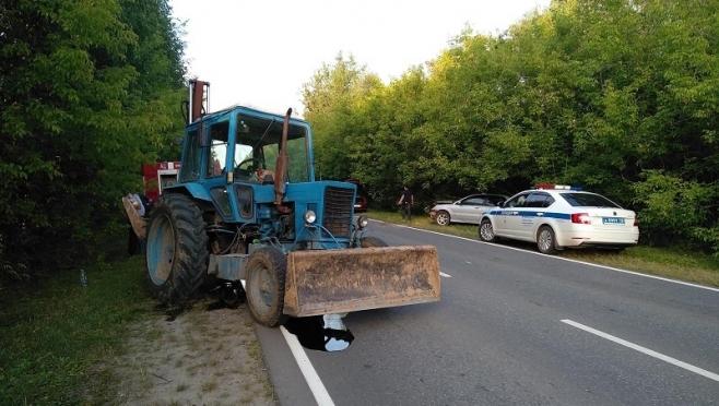 В Волжском районе Mitsubishi врезался в трактор