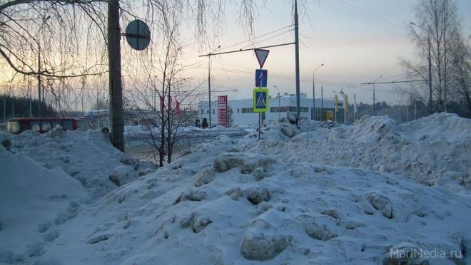Куда обращаться если горы снега мешают выехать с прилегающей территории