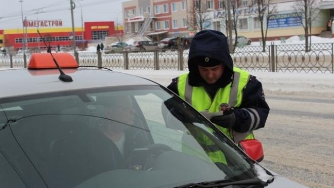 Инспекторы ГИБДД выявили полсотни нарушений в работе такси