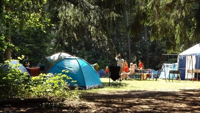 Детские палаточные лагеря начали закрывать