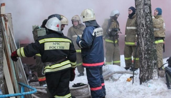Пожарные Йошкар-Олы вынесли мужчину из горящей квартиры