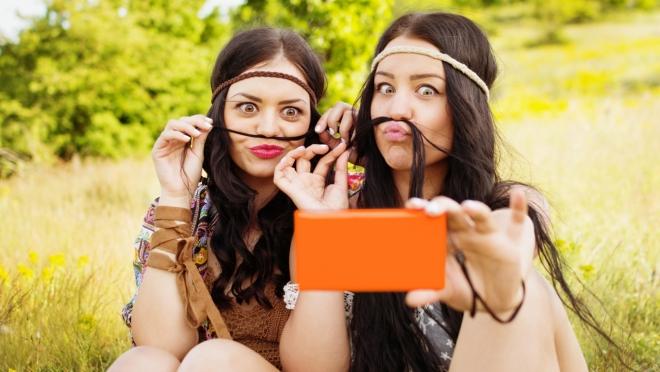 Жителям Марий Эл предложили посмеяться над смартфонозависимостью