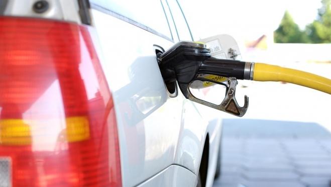 В России цены на дизель и бензин заморозят до лета