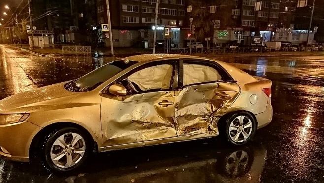 В Йошкар-Оле в ночном ДТП пострадали двое несовершеннолетних