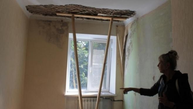 В доме, в котором обвалился потолок во время капремонта, требуется замена чердачных перекрытий
